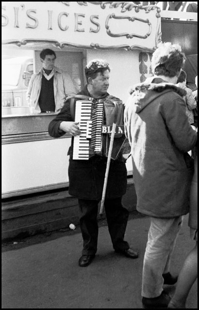 The blind accordionist