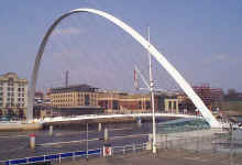 millennium_bridge_march_200.jpg (24115 bytes)